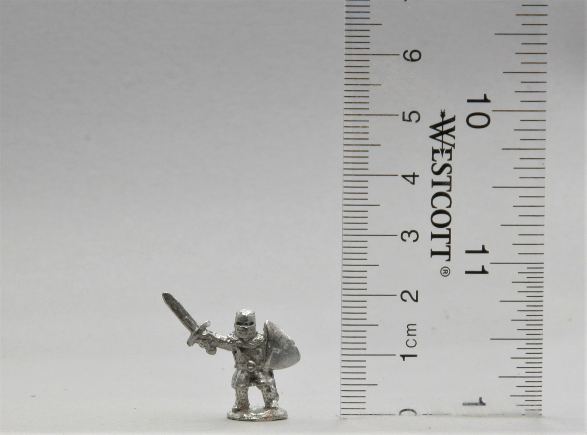 Knight with Sword Raised pewter